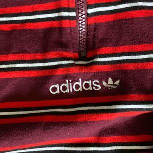 Adidas originals pete moc sweatshirt. Köpt för 700, i perfekt skick. Köparen står för frakt. Kan gå ner i pris vid snabb affär!
