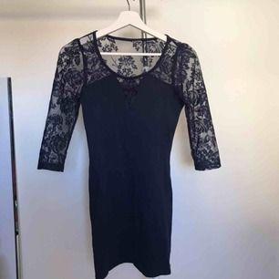 Jättesöt klänning från Asos. Köparen står för frakt eller hämtas i Örebro.
