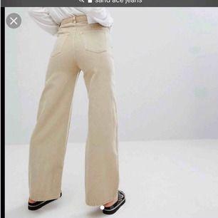 Suupersnygga jeans ifrån Weekday i modellen Ace, säljer för att jag ej använder dom så mycket!😍 hör av er vid frågor!❤️