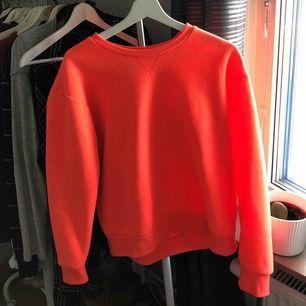 Superfin korall/ neon rosa tröja, knappt använd och supermysig