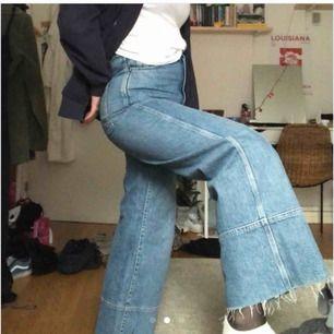 Snygga jeans som är vid i modellen, knappt använda, fint skick🤗