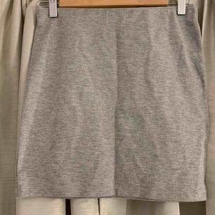 Helt ny grå kjol, endast testad. Strl s