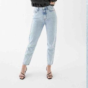 Superfina mom jeans från Gina i strl 42 (skulle säga att de är en M) säljes pga kan ej ha längre och någon annan borde få användning av de💕💕💕💕 nypris 500. kan frakta och mötas upp