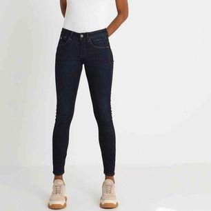 """Nya G-Star jeans """"Arc 3D Mid Skinny"""". Färg Dark Aged. Skinny i superstretch. Köpta i julas på Zalando, nypris 1300kr. Aldrig använda, ångrat köp."""