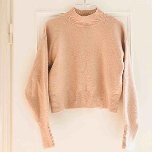 Beige/ljusrosa tröja från otherstories 💌☁️🥰