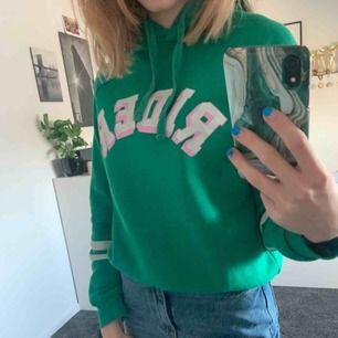 Hoodie ifrån Gina tricot i retro stil, köparen betalar frakt☺️