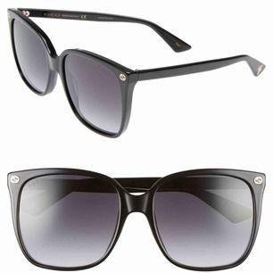 Äkta gucci solglasögon köpta 2019, knappt använda. Har kvar skydd och påsar osv. BUDA!!!🥰
