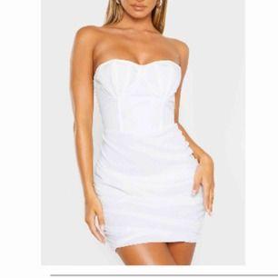En fin jätte fin klänning som är oanvänd. Kan både mötas upp och frakta men du betalar för frakten.