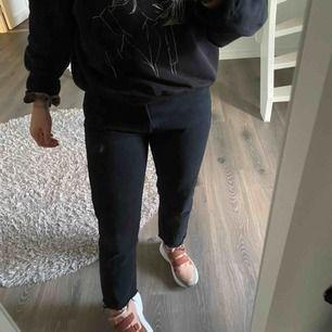 Svarta mum jeans, från zara,