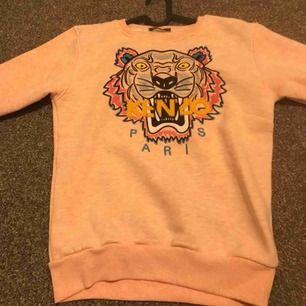 Jag säljer min rosa kenzo tröja, A-kopia, storlek M, köpte den utomlands och har aldrig använt den😊