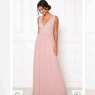 superfin balklänning från Bubbleroom! köpt men aldrig använd. säljes pga hann aldrig skicka tillbaka! köptes för 899kr.