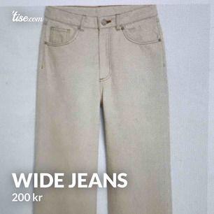 Sjukt fina beige jeans från Monki. (Obs, de första två bilderna är från Monkis hemsida. Storlek 24 Nypris 400kr  Knappt använda
