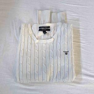 Fin GANT tröja som är i mycket gott skick! Storlek S. Såklart äkta. Kan mötas upp i centrala Norrtälje, annars står köparen för frakten🌸