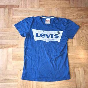 T-shirt köpt i Spanien, unik t-shirt från Levis  Du som köper den får betala frakt