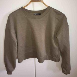 Sweatshirt från Zara, helt ny. Storlek S!