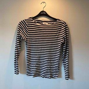 Randig tröja från Isay. Nypris:499kr