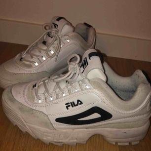 Supersnygga limited edition fila skor!! Endast använda Max 5 ggr, nypris ca 1300 kr Frakt står köparen för