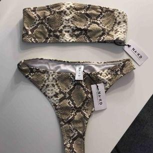 Superfin bikini ifrån NA-KD! Helt ny med alla lappar kvar. Lite mindre i storleken så passar även en XXS.