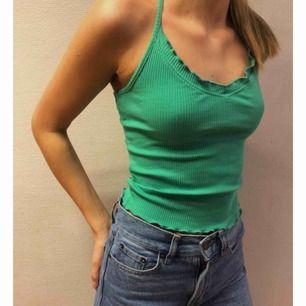 Super gulligt grönt linne från Gina, aldrig använd! Perfekt till sommaren! Köparen står för frakt🪐⚡️