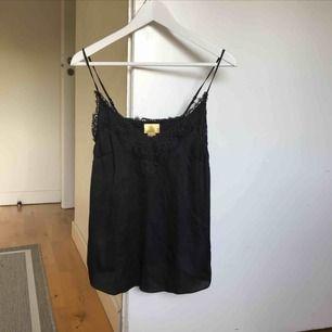 Fint svart linne från hm. Köpare står för frakt💘
