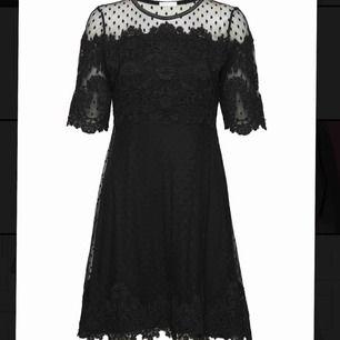Eugenie dress från Ida Sjöstedt, möjligen världens vackraste klänning som tyvärr inte kommit till användning mer än några timmar! Storlek 36, nypris 2000:- och säljes i nyskick för 700 + frakt 💘