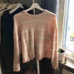 Supersöt tröja från hm, knappt använd och i nyskick, köpt i höstas