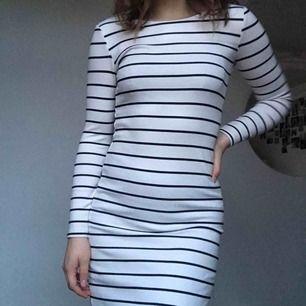 Stretchig och snygg klänning, i nyskick. Säljer då den är lite liten för mig.