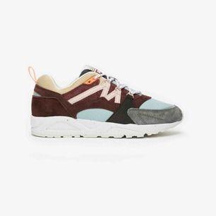 Säljer dessa superfina Karhu sneakers! Helt nya! Aldrig använda!! Säljer pga för liten storlek. Köpta för 1449kr så pris sänks inte! Frakt:95kr