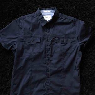 Skjorta från Pepe Jeans modell Slim. Möts upp i Stockholm, alternativt betalar köparen frakt!