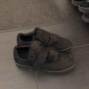 Skor ifrån din sko, använda ett fåtal gånger! Säljer pga kommer aldrig till användning! Fint skick! Köparen står för frakten, bud startar vid 100kr