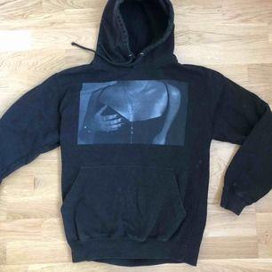 Super fin unisex hoodie från uf företaget Hoobies, går inte att köpa längre. Ordinarie pris: 499 kr Köparen står för frakten