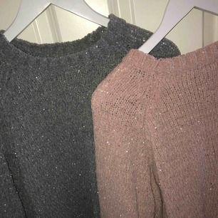 FYNDA!! glittrande tröjor i rosa och grå!!1för 80 2för 120! Om du är väldigt känslig för material som kan klia så rekommenderar jag att ha något under, enligt mig sticks dom ej.Bra skick⭐️🤍