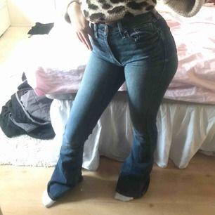 Högmidjade bootcut jeans, för långa på mig som är ca 160