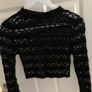 Assnygg svart långärmad spets tröja!! Aldrig använt.
