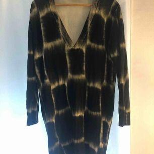 Batik Sweater. Black/Yellow. Very soft. Brand COS Size L