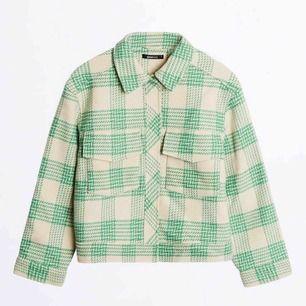 Säljer denna jacka från GinaTricot som är superfin men inte min stil längre!!!!!!❤️❤️ hör av er för frågor