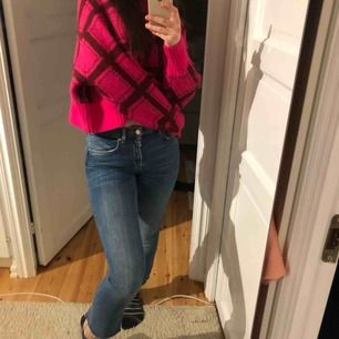 Säljer dessa kickflare jeans från Zara!!! Använda cirka 5 gånger.