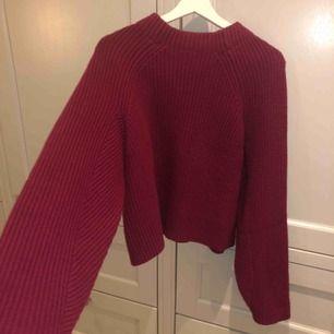 Röd/ mörk lila stockad från H&M fint skick!
