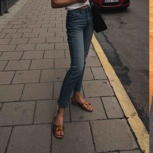 Jeans från Lee, fint skick🦋 jag på bilden är 174 cm lång!