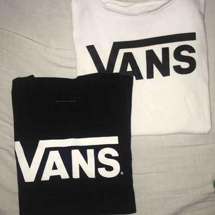 Två vans tröjor i mycket bra skick, den vita tröjan är i XS och den svarta i S. En för 120kr och båda för 200kr🥰