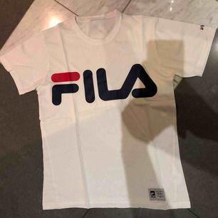 Fila-tröja, köparen står för frakten som inte är inräknad i priset