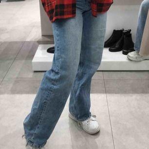 Säljer dessa populära & snygga jeansen från Monki i modellen Yoko! Köpare står för frakt
