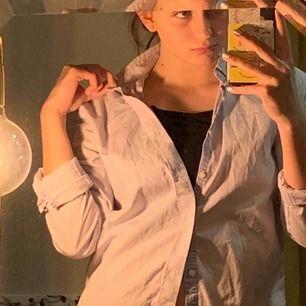 Selected Homme skjorta! Slim fit , aldrig använd! orginal pris runt 500kr jag säljer den för 200kr frakten är inkluderad <3