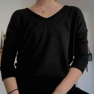 V-ringad tröja från Amisu i XS, men passar även en S💜