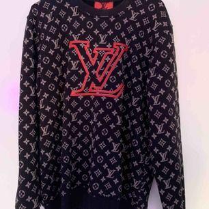 Super mysig tröja från LV (fake)! Nästan aldrig använd, köpt för ca 6månader sen för 500kr