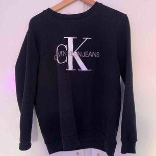 Calvin Klein tröja, använd Max 2gånger! Använder aldrig så tänker att de är bättre att sälja den nu! Ny pris 800kr