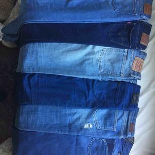 Säljer märktes jeans i super bra skick. De passar mig inte längre. 1. Diesel (bild 2) 2. Maison Scotch (bild 3) 3. Lee Scarlett High W25 L33 4. Såld 5. 6. Levis 710 super skinny -mörka W24 L32 -ljusa W25 L32  Mera bilder vid intresse