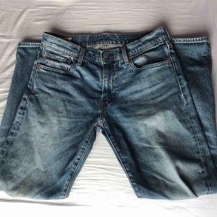 Size 32 Levis Hi-ball jeans, köptes för 899kr, inga hål eller skador  På bilden är jag ungefär 182 cm lång  400kr + frakt (59kr)
