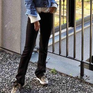 Svarta bootcut jeans från ginatricot. helt nya, aldrig använda. köpt för 400