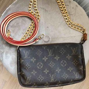 Vintage Louis Vuitton Pochette i bra skick!! Köpt på Vestiaire Collective. Äkthetsbevis finns. Frakt ingår i priset!